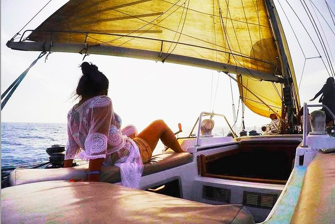 Get a full day tour of Sailing through the east and west Direction aboard of an incredible yacht, enjoy a no stress day with open Bar, foods, snorkeling fishing and others activities. Depending on the nature, you may see some sea creature like dolphins, Flying fish, Whales and Turtles.