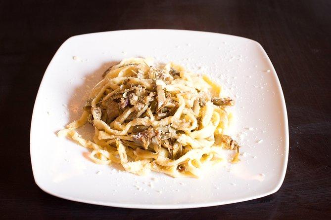 Private pasta-making class at a Cesarina's home with tasting in Ascoli Piceno, Ascoli Piceno, Itália
