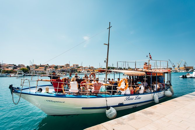 Get onboard with us and explore historical UNESCO site combined with swimming, snorkeling on the focal points of this area!<br>Authentic dalmatian food and cold drinks during the summer days is a perfect way to spend you vacation.