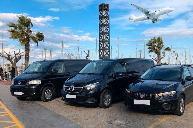 Book your Private Arrival Transfer from Sydney Airport (SYD) to Sydney hotel or address. <br><br>Don't go through all the hassle of waiting in a long taxi or shared shuttles queues and use our private, door to door airport transfer.<br><br>Your driver will be waiting for you at a scheduled time and you will travel comfortably to your destination.<br><br>• Meeting with a Nameplate<br>• We track your Flight<br>• Door-to-door Service<br>• No Hidden Charges<br>• Clean cars & Professional drivers