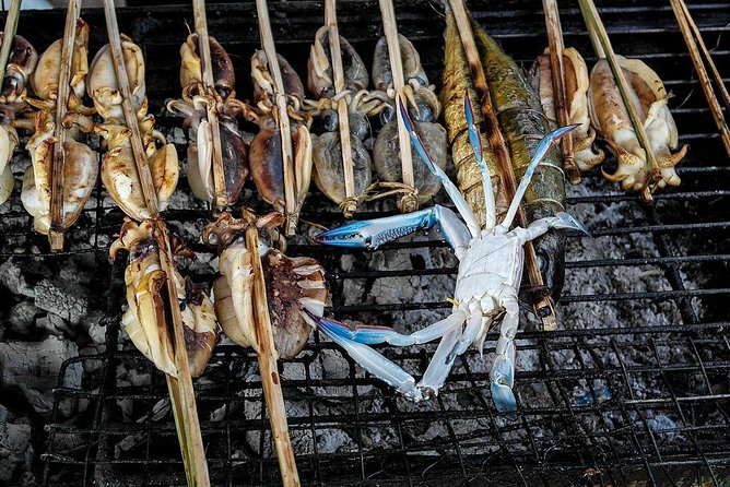 Start your day on a guided tour through Kep's famous Crab Market with our Khmer Chef. Hand pick your seafood and ingredients then move on to Kep Market for fruits and vegetables and other assorted culinary treats.<br><br>Travel back to the resort to begin cooking of 3 authentic Khmer dishes with the Chef. Peel, chop, slice and dice your afternoon as you learn about Cambodian cuisine. As each dish is completed , sit and enjoy the fruits of your labor while overlooking the beautiful Gulf view.<br>