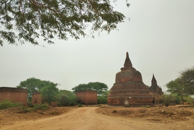 - See Bagan's ancient temples and other sight<br>-Explore with driver /guide show you around Bagan and Mt Popa<br>- Hotel pickup and drop-off by private car<br>- Airport Pick up<br>- Water and wet towel