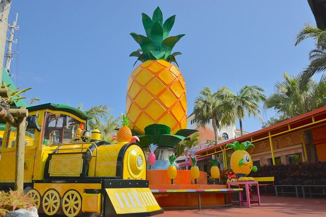 There are many things to enjoy in the Pineapple Park! From riding on the the cute automated Pineapple Carts, to shopping in the Souvenir Shop full of fresh pineapples,original goods made from pineapples and Okinawan products!!