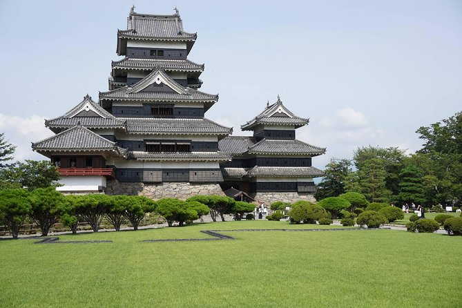 On this full day private tour, visit the city of Matsumoto with your tour guide. Enjoy the historical Matsumoto Castle, the unique streets of Nawate and Nakamachi and see Daio Wasasbi Farm, the largest wasabi farm in Japan in the tranquilHotaka Town.