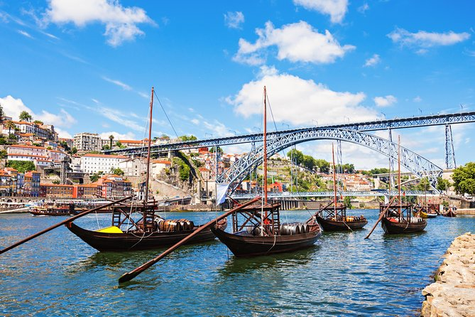 Breathtaking landscapes in the Douro Valley.<br>Discover Porto, the jewel of the Atlantic Coast.<br>Taste the Porto wine, unique in the world.<br>Get to know the Fado, traditional Portuguese music.<br>SMALL GROUP: up to 8 passengers.