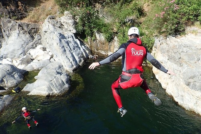 Guadalmina Canyon (level 1 or 1.5 depending the season) is a unique and beautiful canyoning next to Marbella.<br>Is an ideal canyoning available during all the year where you can enjoy a wonderful adventure in a great surrounding.<br><br>You have many jumps (not obligatory) of 5m, 4m, 4m, 4.5m, 6m and even 7 metres if you wish to have an extra of adrenaline, long swimming areas, a couple of sliddings and a rappel of 5 metres.<br><br>Guadalmina canyoning trip (next to Marbella) is our most requested activity and the ideal canyoning for groups of friends, families (even from 7-8 years old) and for those who want to do a half day program. <br>