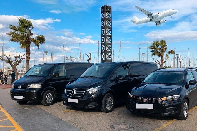 Book your Private Round-Trip Transfer from Stockholm Skavsta Airport (NYO) to Stockholm hotel or address and return.<br><br>Don't go through all the hassle of waiting in a long taxi or shared shuttles queues and use our private, door to door airport transfer.<br><br>Your driver will be waiting for you at a scheduled time and you will travel comfortably to your destination.<br><br>• Meeting with a Nameplate<br>• We track your Flight<br>• Door-to-door Service<br>• No Hidden Charges<br>• Clean cars & Professional drivers