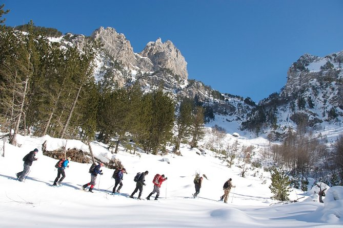 Snowshoeing in Albania, Tirana, Albânia