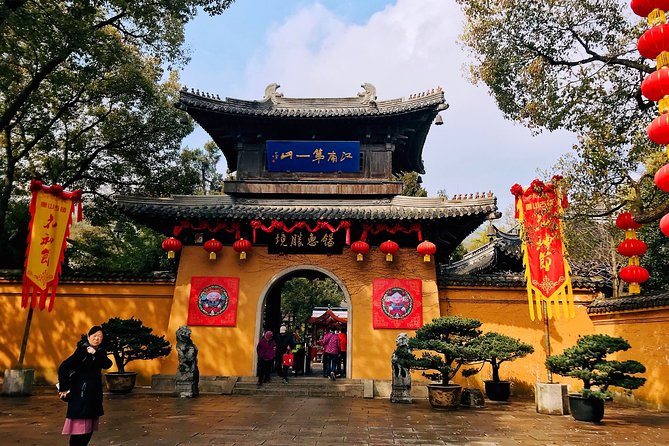 Enjoy this half day private tour to discover the beautiful Huishan old town. Wander along the canal with arched bridges and ancient architectures, have a stroll around the beautiful Jichang garden, take a visit to the historic Huishan temple and learn the fascinating culture and history from your professional guide.