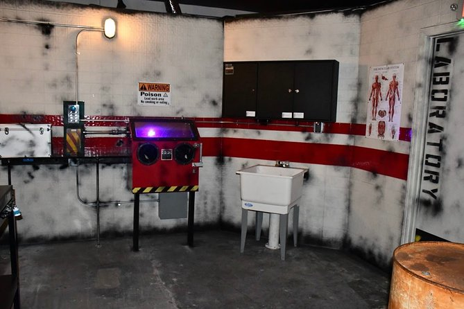You have 60 minutes to solve the puzzles!<br>Your mission is to escape from a room by solving puzzles, manipulate objects and search for hidden clues along the way