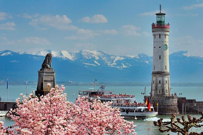 Your guide is vaccinated twice !<br>Half Day Private Sightseeing Tour on Lindau Island incl. 1 hour Panoramic Boat Tour on Lake Constance<br> Meet your guide in your hotel / appartment on Lindau Island<br>Your orientation walk gives you an introduction to the town's most famous sights and allows you to feel the island's Mediterranean atmosphere<br>Get local information for the best restaurants and many insider tips for your stay at the Lake<br> • take a 1 -hour LakeConstance sightseeing cruise with your guide <br> • Admire views of the lake, the town and the Swiss Alps from the comfort of a 161-foot yacht <br> • Learn about local sights from your guide and listen the the stories <br> • Enjoy snacks and drinks from the onboard bar (own expense) <br> • Private tour itinerary can be customized to your interests