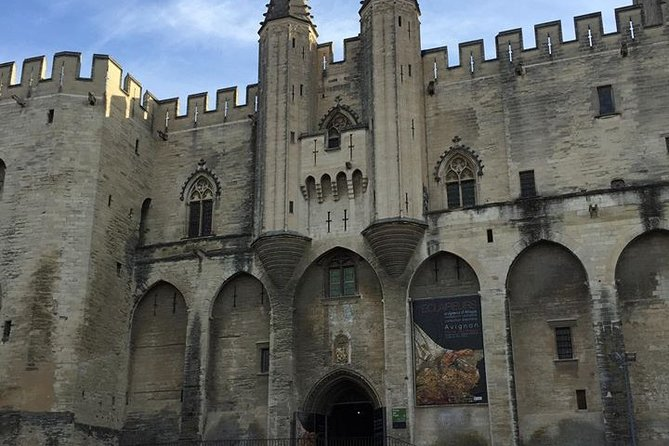Discover Provence including Avignon and Luberon Villages with a Local Guide, Avignon, FRANCIA