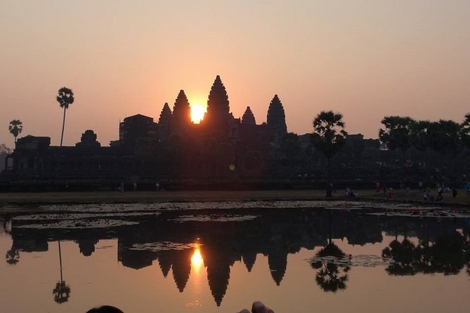 Day 1 : Start at 4.50 am for Sunrise at Angkor Wat, Angkor Thom( Bayon,Baphuon, Phimeanakas, Elephant Terrace, Leper King Terrace, Suor Prat) and Ta Prohm.<br><br>Day 2 : Start at 8.00 am. Preah Khan, Neak Pean, East Mebon, Banteay Samre and Banteay Srey Temple.<br><br>Day 3 : Start at 8.00 am. Beng Mealea Temple, Floating Viillage<br><br>All of our tour guides and drivers are licensed and years in experience and they are very honest in their career. This whole program of three days is a combination of the main and must see places in Siem Reap.<br>Honesty is the long life of our business! Please come with us to realize the real taste of Cambodia! <br>