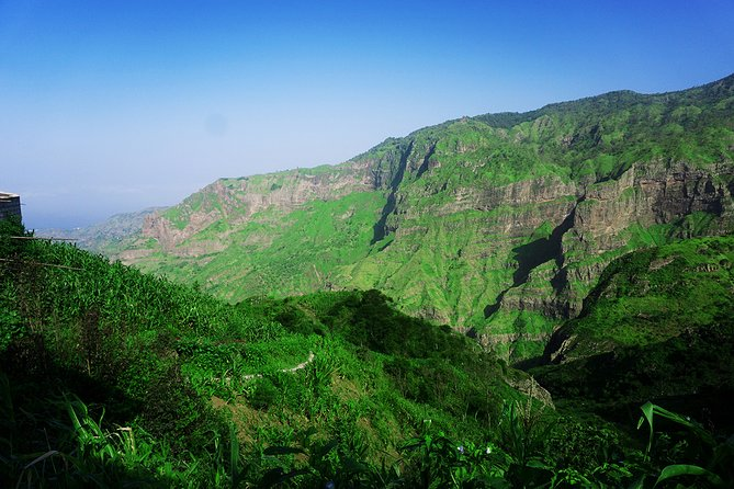 Explore an excellent place to be in contact with the local people;<br>Take beautiful photos from Serra Malagueta Natural Park and Principal Valley;<br>Be in contact with an intact nature, rich in fauna and flora;<br>Drive through the eastern side with incredible panoramic sea-land views.<br>