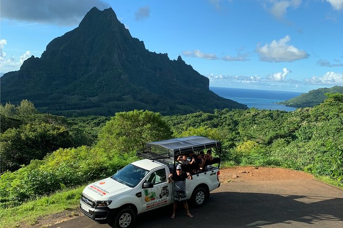 Half Day 4WD Tour , Discover Moorea and all the highlights , stunning view , several stop for photography ...<br>4 hour tour in an open air vehicle<br>morning or afternoon, departure<br>Stop at look outs and photo opportunities<br>See Belvedere , Magic mountain ,Rotui Mountain , Feed the Eel in the River , Valley , Cooks and Opunohu Bay<br>Learn about Polynesian Culture from your friendly guide<br><br>Experience a tour with us , is sharing a part of our history , discovering the most magical views of the island of Moorea .<br><br>- Duration of the Tour : 4hour <br>- A professional guide will show you around<br>- Taste locally produced jams, juices, and liquors<br>- Round-trip transfers from your hotel will be provided<br>- Full insurance <br>- Brand new Car<br><br>- Capacity : 8 people per vehicule (up to 3 vehicle)