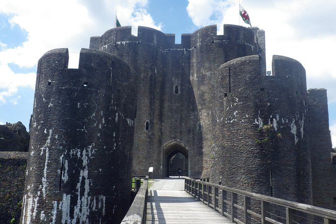 The premier sightseeing and outdoor adventure tour of South East Wales.<br><br>Specialised driver guiding.
