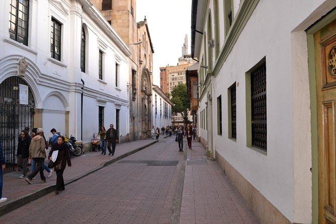 La Candelaria + Opción Monserrate + Opción Museo del Oro Bogotá City Tour 5-7H, Bogota, COLOMBIA
