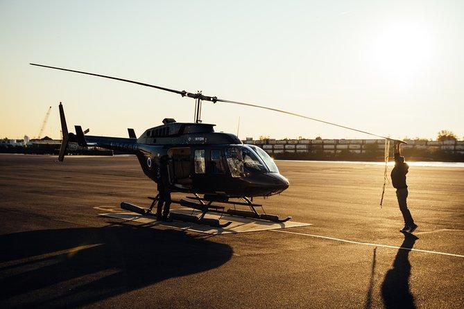 45-Min Helicopter Tour around Paris, Versalles, FRANCIA