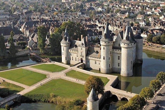 1-Hour Sightseeing Flight around Châteaux de la Loire, Loire Valley, FRANCIA