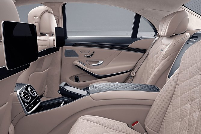 Arrival Private Transfer Bruges Airport OST to Bruges City by Luxury Vehicle, Gante, BELGICA