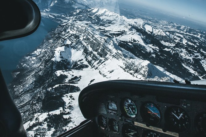 Go on an unforgettable adventure and discover the beauty of Besançon in the most unique way... from a private plane! <br>You'll see stunning views of Bassins du Doubs, Château de Joux, Vallée de la Loue, and many more for you to find out with your very own pilot! <br><br>Your pilot is key to this adventure. They are sharing the flights' direct cost, not making a profit. They just love to fly and want you to understand their passion for aviation. <br>So be sure to meet your pilot directly at the Aérodrome Besançon la Vèze.<br><br>++Confirm weather conditions with your pilot before++ --> Access a local airfield --> Discuss the flight route together with your pilot --> Pre-flight check --> Up you go, enjoy the view from a whole new perspective! <br><br>The flight can depart between 9-17h, depending on the availability of the pilot, aircraft, and weather. Please let us know your flexible hours/days upon booking, and make sure that you've been in touch with us beforehand!
