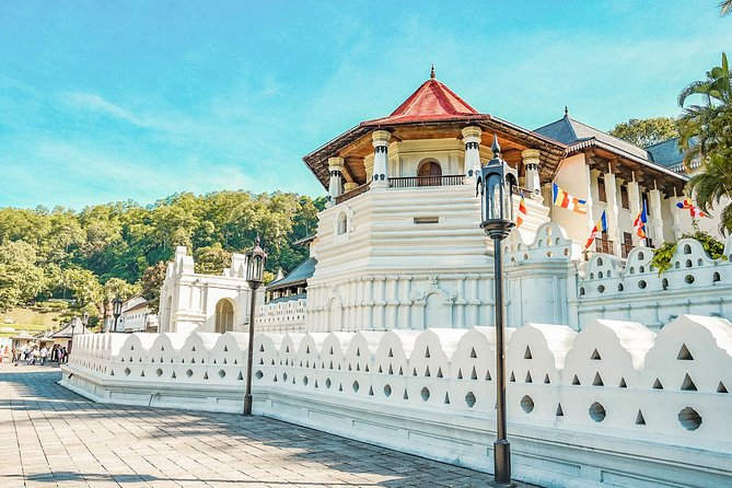 This is a guided full day tour and it can be customize to meet your expectations.<br>Your guide will cover all the must see places in Kandy.