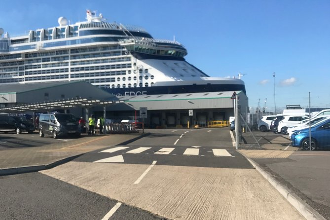 Private transfer Southampton cruise terminal to Heathrow airport via Stonehenge, Southampton, ENGLAND