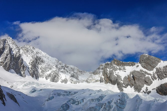 Private Day Tour Jade Dragon Snow Mountain and Baisha Village from Lijiang, Lijiang, CHINA