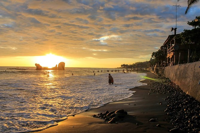 Explorer 3 different beaches of the smallest country in Central America. You are going to visit La Libertad Beach, El Tunco and Sunzal Beach.