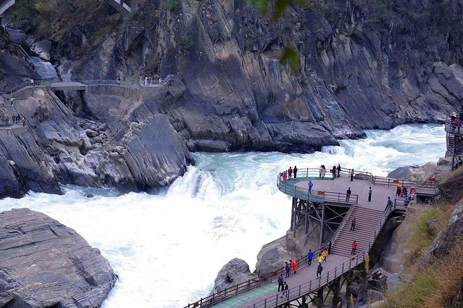 Private Day Tour Tiger Leaping Gorge and Black Dragon Pond from Lijiang, Lijiang, CHINA
