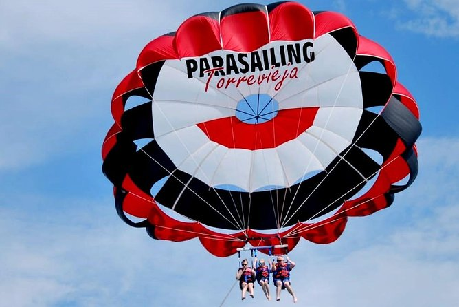 If you are looking for an activity in your trip that makes it unforgettable, you have to go on a parasailing.<br>With your partner, friends or family, it is an activity for all audiences