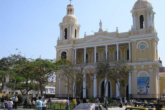 Chiclayo city was founded in 1720 by the Spanish people, and it was a transit point and rest place, for the merchants of the time. Learn more about its fantastic history, and visit its historic center, and also its famous market, with our tour Chiclayo City tour & Witch Market.