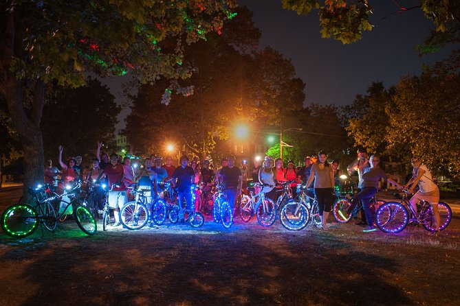 This Sunset Glow Roll E-bike Tour is a parade of light on two wheels. Our tour offers a unique way to learn about Door County with family, friends, music and people cheering you along the way.