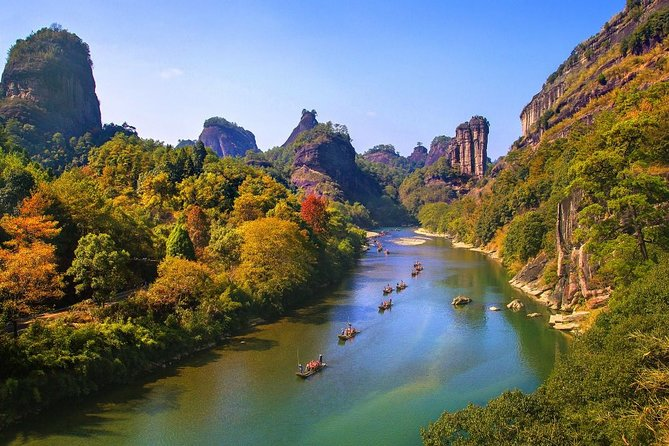 Visit highlights of Mount Wuyi including the bamboo raft at Nine-bend River, hiking around Wuyi mountain to Heavenly Tour Peak(Tian you feng) & Water Curtain Cave and Xiamei Ancient Village with this private 3 days tour from Nanping.<br>You will be picked up and dropped off from your Nanping hotel.<br><br>