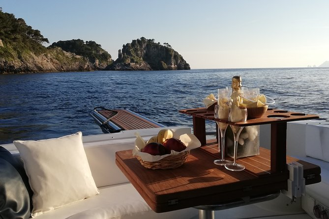 Cruise from Naples to Capri and Amalfi Coast - yacht 40', Nápoles, Itália