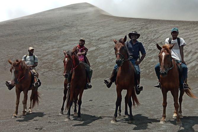 3-Day Horse Trek to Mount Yasur Volcano with Accommodation, Isala de Tanna, VANUATU