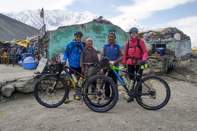 The 900 km tour from Shimla to Manali is one of the ultimate challenges in the Indian Himalayas! This tour includes 14 days of pure fun cycling through two of the most remote regions of the Himalayas: the Kinnaur and Spiti valleys. We cross isolated valleys, visit traditional villages and cross two high mountain passes, Kunzum La (4558 m) and Rothang Pass (3980 m). The tour offers us spectacular views of snow-capped peaks, ancient Buddhist monasteries, raging rivers and glaciers. The roads are partially fortified, but we also have loose gravel. Best time June to October. Tour starts in Shimla and ends in Manali