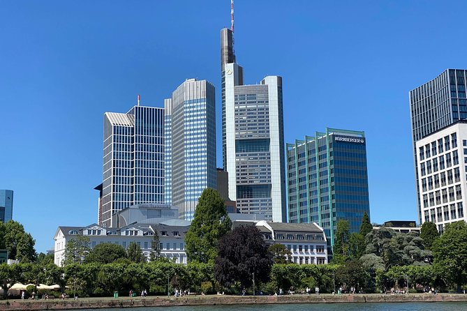 Small Group Boat Tour & River Cruise in English to Historical Sights & Wildlife, Frankfurt, Alemanha