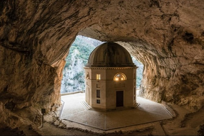 Hidden between the walls of an ancient cave, there is a place that seems to come out of a fantasy story. It is the Tempietto del Valadier, a neoclassical church built by Pope Leo XII in the heart of the Regional Natural Park of the Gola della Rossa and Frasassi. We will visit a huge system of cavities and ravines that is part of the complex of caves of the Parco Gola della Rossa - Frasassi. The inscription reads Refugium Peccatorum: the place has in fact given refuge to believers fleeing from the world or perhaps from themselves for centuries. Not far from the Valadier temple is another sacred building that shares the walls with the mountain and is precariously perched outside the cave. This is the Madonna Infra Saxa, a hermitage dating back to 1029 where Benedictine nuns lived in seclusion. At the end of the tour we will also visit San Vittore delle Chiuse, one of the four most beautiful Romanesque abbeys of the year 1000 in the Marche region.