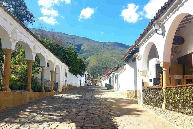 In this full-day tour, you'll be collected from and taken on an awe-inspiring round trip through some beautiful landscape. <br><br>Your tour includes all of the important locations in the area such as Monasterio Del Santo Eccehomo, The Fossil Museum a winery and the famous Terracotta House. <br><br>You'll also be strolling through cobblestone streets lined with houses of wonderful architecture, including exquisite wooden doors and gates.<br><br>As well as all of this you'll be making a stop in Raquira, where you'll enjoy a spot of shopping in one of the many artisan shops.