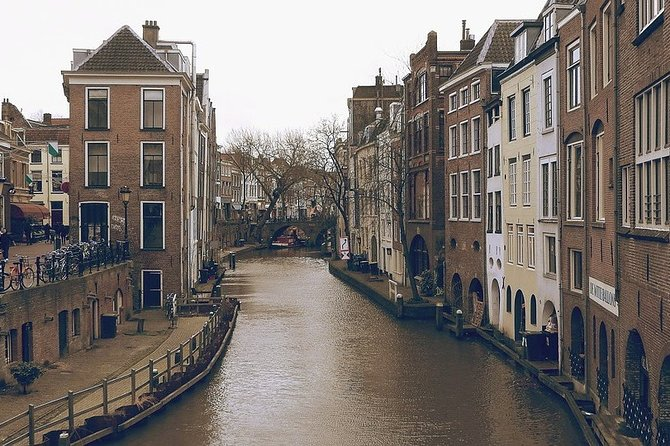 An exclusive tour for all the romantics of the world! Together with the professional local guide, you will visit the most romantic places in the city. The city is famous for The Treaty of Utrecht, one of the first significant international peace negotiations at the end of the 18th century. You will feel spellbound in a charming atmosphere. What is considered as one of the best places to have a date in the city? Where can you make lovely photos? You will be surprised how many historical love stories are hidden in the streets, buildings, parks of the city. From heartbreaking and tragic, to the hilarious or spicy ones. Utrecht is famous for The Dom Tower, a historic bell tower dating back to the 14th century. What's worth knowing about the love story of Henry and Katherine Hudsons? This tour is especially recommended in the Saint Valentine period!