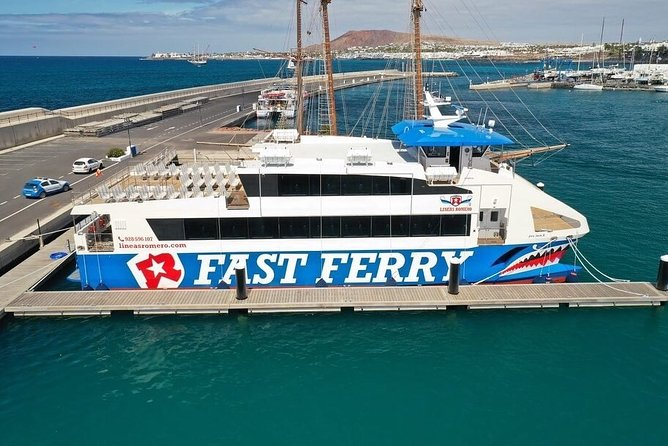 MAIS FOTOS, Fuerteventura: Return ferry ticket to Lanzarote with free wifi and bus pick-up