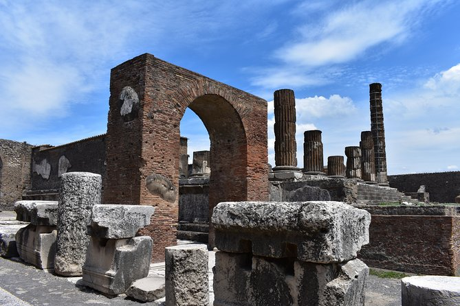 Guided tour of ancient Pompeii excavations led by a local expert and including all the highlights. The visit is led by a top-rated local guide. You will see the petrified bodies, the pleasure houses, the thermal baths, the forum and many other great sites.