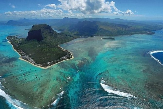 Enjoy our predefined tours or request for a tailor-made flight ! Be it a family journey, a romantic getaway or a solo trip, the memories are sure to last a lifetime. Discover Mauritius with a bird's eye view !