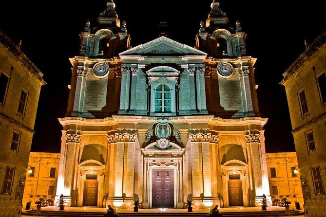 Excursão noturna de ônibus panorâmico em Malta, ,