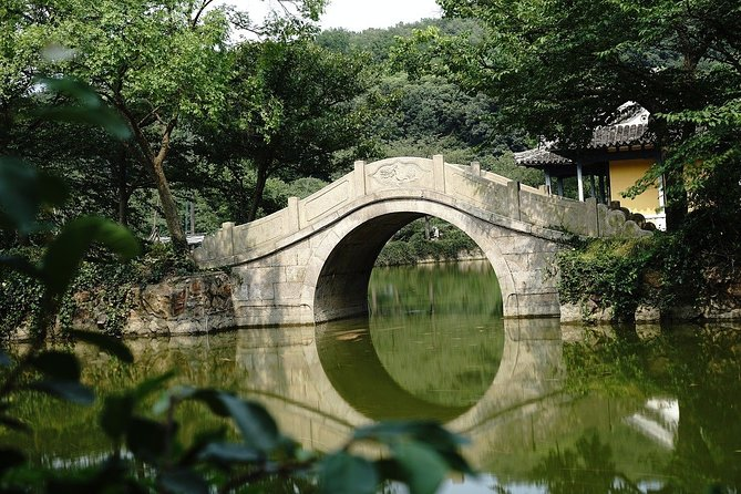 An exclusive tour for all the romantics of the world! Together with the local professional guide, you will visit the most romantic places in the city. What is the legend hidden in Liyuan Garden? You will feel spellbound in a charming atmosphere. Where is considered as one of the best places to have a date in the city? Where can you take lovely photos? You will be surprised how many historical love stories there are hidden in the streets, buildings, parks of Wuxi. From heartbreaking and tragic, to the hilarious or spicy ones. What beautiful relics abound in Tortoise Head Garden? What is the most famous historical couple in China? A tour especially recommended in the Saint Valentine period!<br>