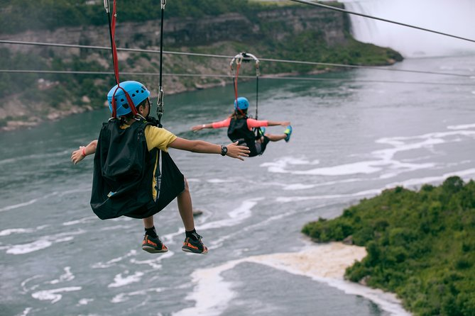 Zipline To The Falls in Niagara Falls, Canada, Cataratas del Niagara, CANADA