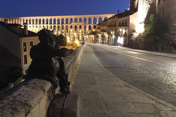 Ruta a Pie Anécdotas y Curiosidades al atardecer por Segovia, Segovia, ESPAÑA