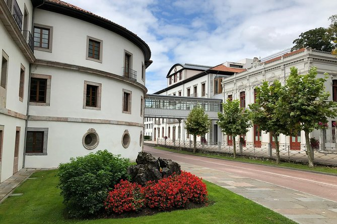 This experience gives you the opportunity to be a real Oventense (person from Oviedo) for a day, by doing something they love: walking a Senda Verde (green route), relaxing in an old Spa and enjoying a typical Asturian lunch!<br><br>You start in Parque de Invierno in the south of Oviedo. The route follows an old railway line, about which your guide tells you more during the hike. The car-free road starts in the park but soon leads through the Asturian countryside. You walk through old train tunnels and cross Asturias' most important river, the Nalon. During your hike the guide tells you more about the natural surroundings, history, culture and gastronomy of Asturias. <br><br>After 10k, you arrive at the Spa in Las Caldas where you spend 2.5 hours in its warm water and saunas. After this, you enjoy a well-deserved Menu del Dia (three-course menu) in one of the village's restaurants. Then, a private car brings you back to Oviedo.