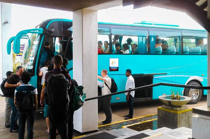 Transfer between Colombo Airport (CMB) and Amaya Beach, Pasikuda, Negombo, SRI LANKA